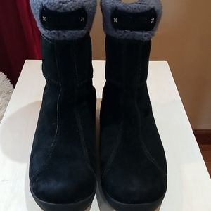 Timberland black suede boots in good condition, si